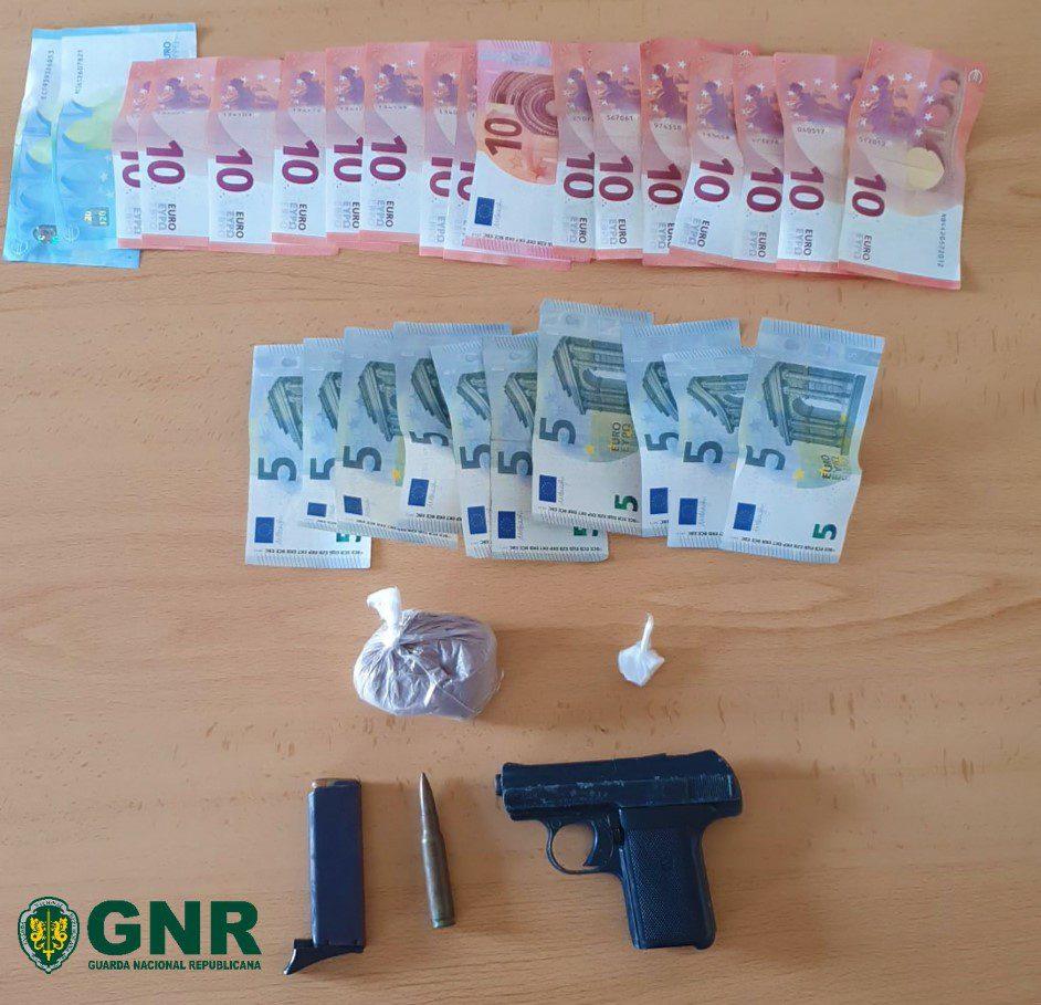 Ferreira do Alentejo: GNR deteve homem por tráfico de droga e apreendeu 822 doses