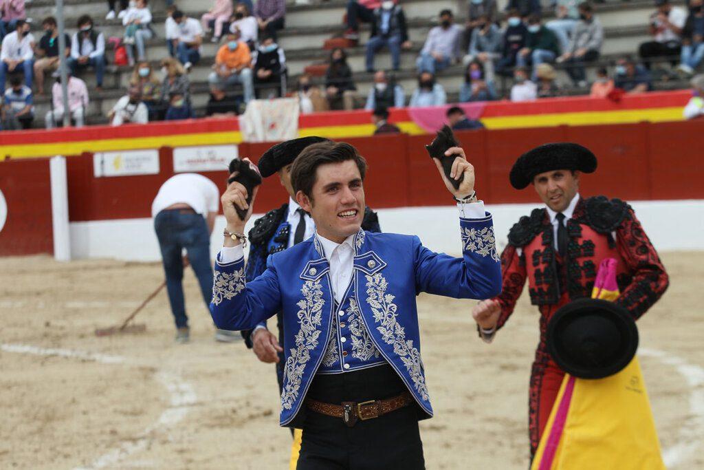 Guillermo Hermoso de Mendoza cortou 4 orelhas em El Casar