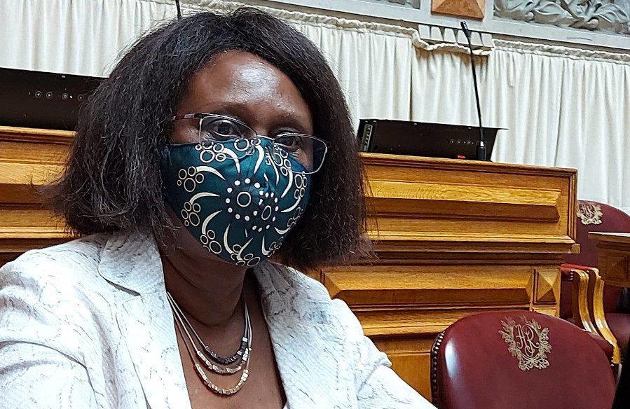 Críticas ao jornalista que chamou 'preta' a deputada