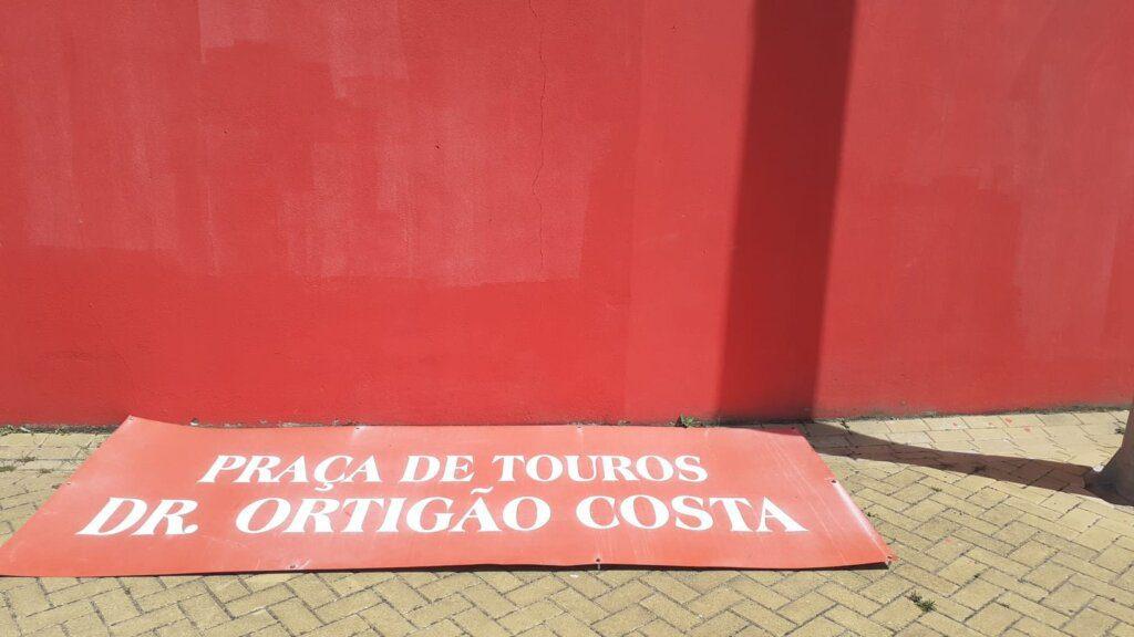 Município de Azambuja repudia vandalismo na Praça de Touros