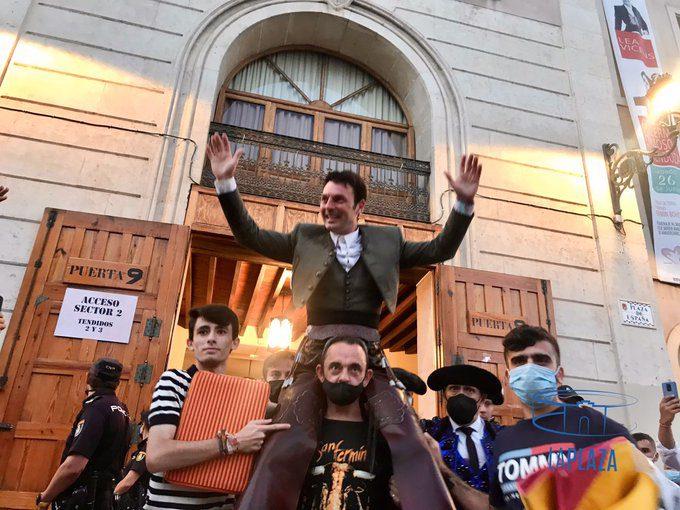 Alicante: Andy Cartagena triunfa e corta duas orelhas