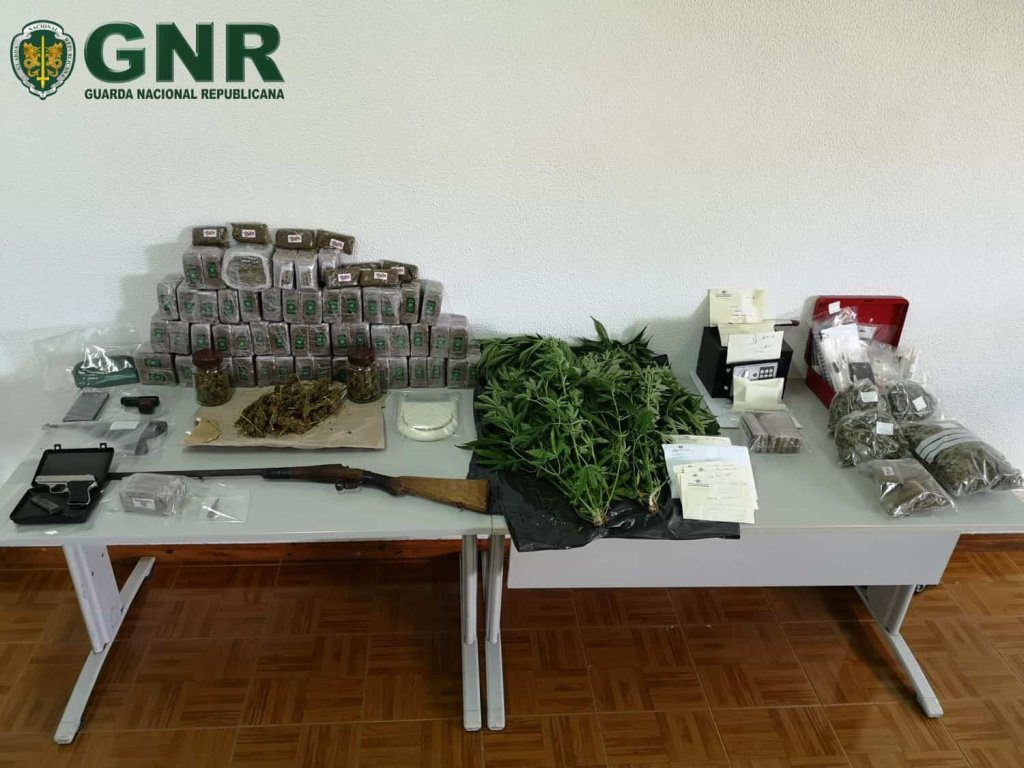 Operação Serra Vermelha: Desmantelamento de rede de tráfico de droga e apreensão de 30 quilos de haxixe