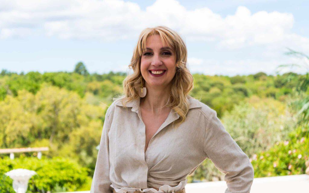 Escândalo no Agricultor: Candidata entra e deixa namorado cá fora