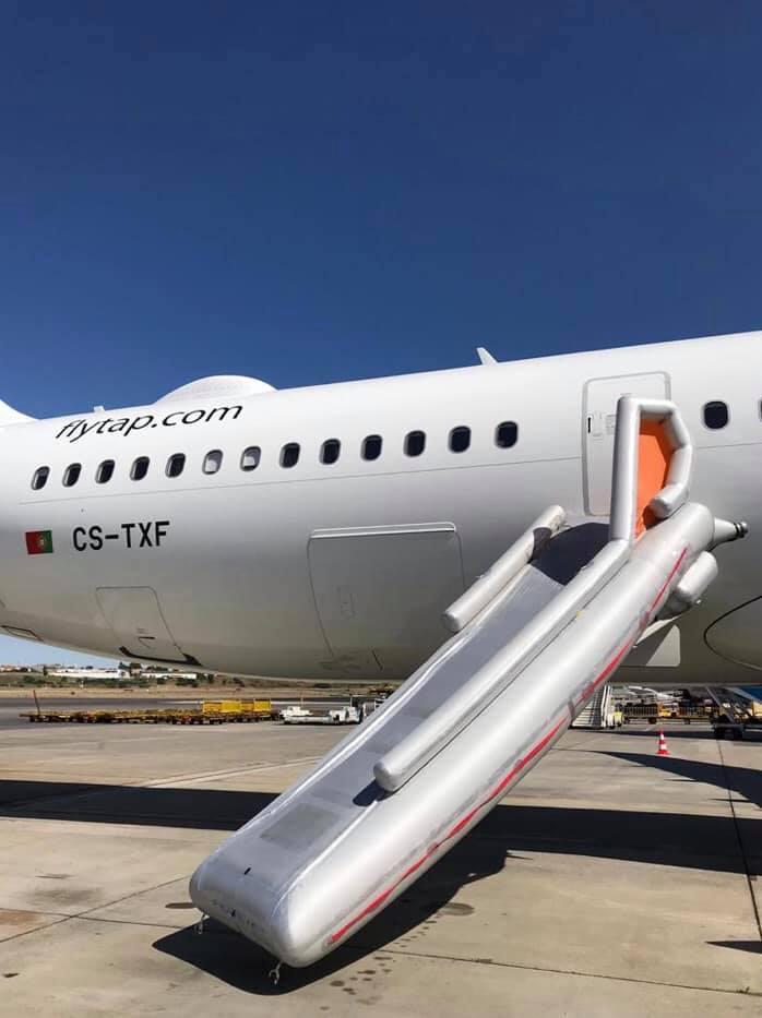 Passageiro farta-se de esperar e abre porta de avião da TAP antes de descolagem