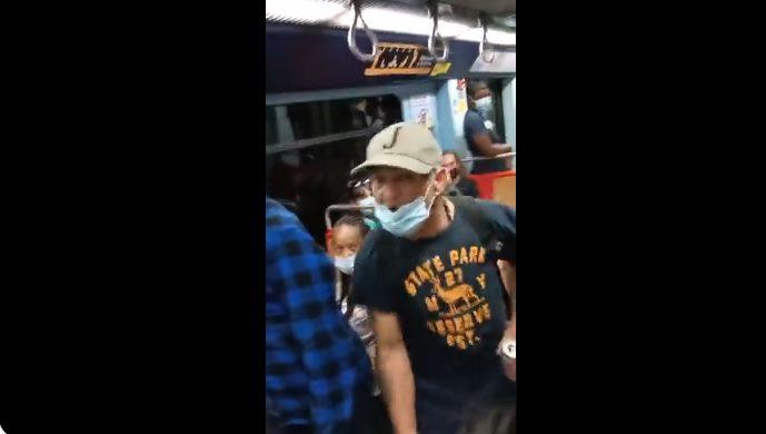 Casal Gay foi insultado no metro e vídeo é viral nas redes sociais