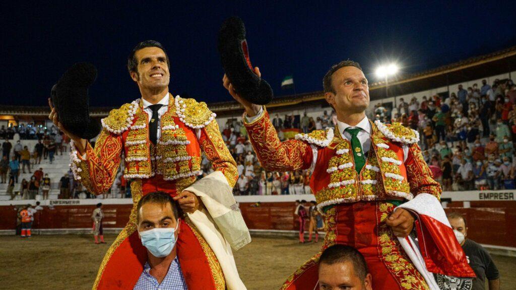 Ferrera e Justo em ombros, em Valencia de Alcántara