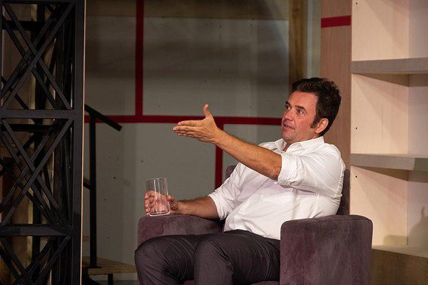 """Teatro Aberto recebe """"Começar"""", de David Eldridge"""