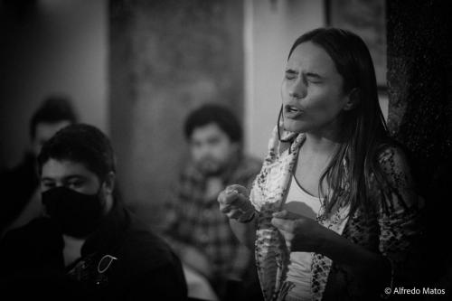 Maria Emília no Clube de Fado.Fotografia de Alfredo Matos.