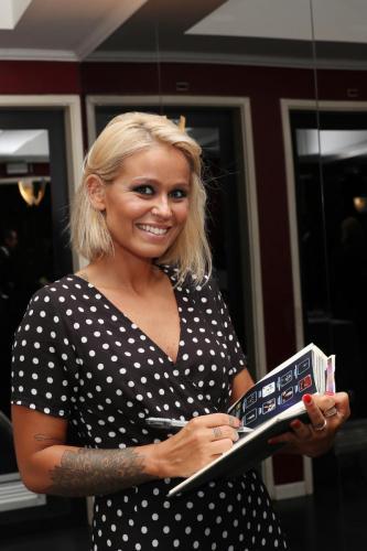 Aurea assina o livro de Honra do Casino Estoril 3